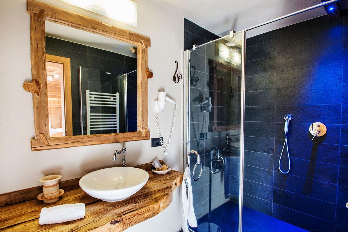 Bagno camera Superior Hotel Arnika