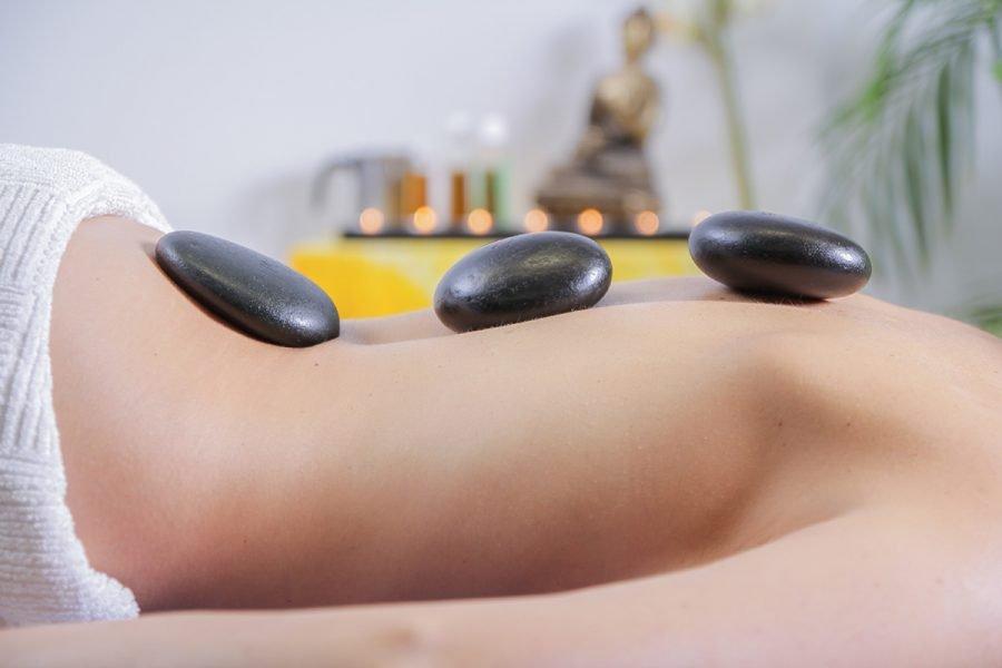 Massaggio pietre calde