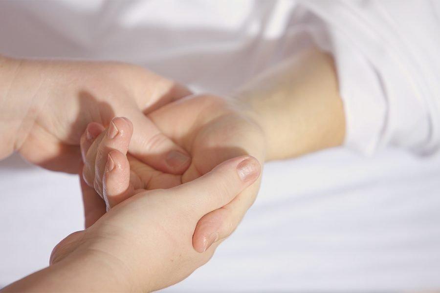 Massaggio alla mano